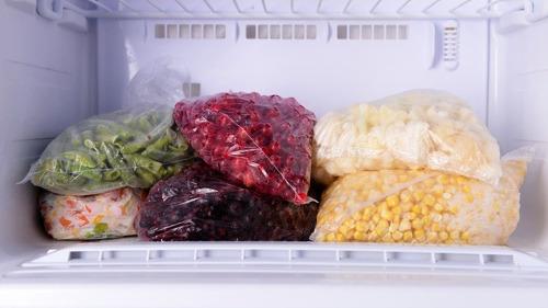 지금 당장 냉장고 냉동칸에서 빼내야 할 음식 10가지