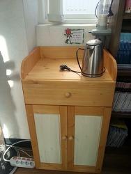 숲속마을도서관의 커피 수납장