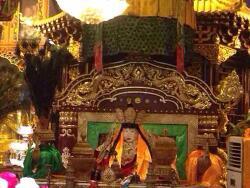 티베트 불교 스승, 칠채화신(七彩化身)으로 보이는 믿기 어려운 입적