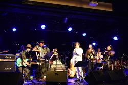 노래로 세계 평화에 이바지하는 것이 목표인 오키나와의 전설, 키나 쇼키치 내한 공연스케치
