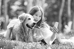 흑백사진 - Walk with dog 스톡 사진작업