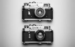 카메라로 피사체를 위협하는 사진 강도들