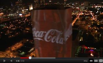 코카콜라 초대형 영상탑~! 멋찌군요.
