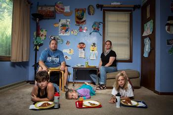 미국인들의 저녁 식사 풍경을 담은 사진 시리즈 '평일 밤의 저녁 식사'