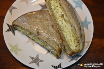 든든하고 영양 듬뿍 담긴 아침메뉴 '맛살샌드위치 만들기'