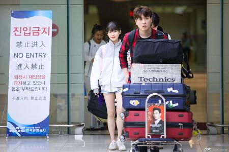 170530 아이유 김포공항 도착 직찍