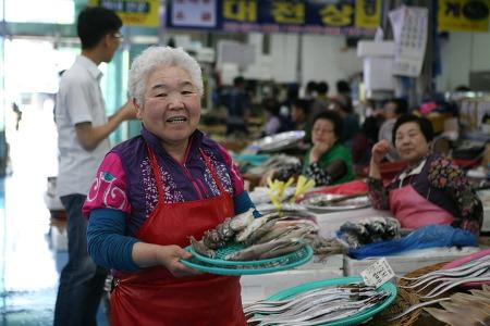 # 서천특화시장 점포 이야기 - 서천 박대할머니의 넉넉한 미소