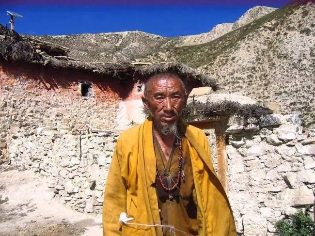 티베트 문화권, 네팔 돌포지역에서 입적한 뵌교 스승의 '칠채화신'