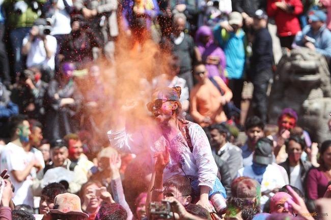 <봄이 왔어요!> 네팔, 홀리축제를 즐기는 사람들