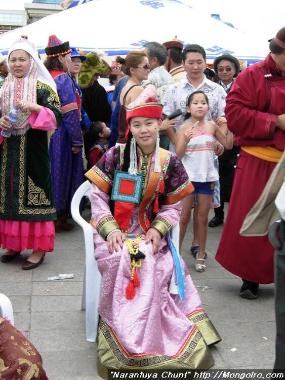 전통의상 입은 몽골축제장 Дээлтэй Монгол наадмын эргэн тойрон