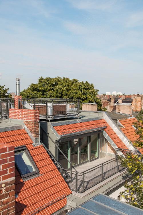 *베를린 연립 로프트를 아파트로 개조-[ Club Marginal Architekten ] Attic Convention DSN - Rear Building