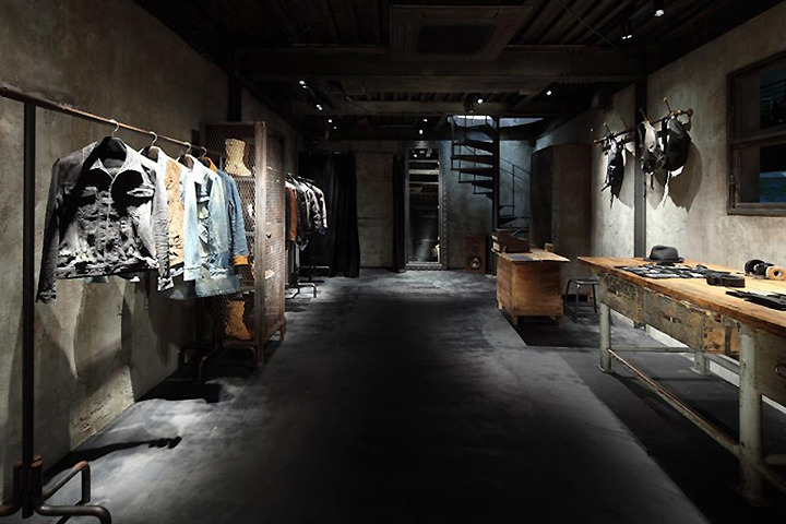 Interior exhibition vmd backlash retail store by ito masaru design tokyo for Fashion retail interior design