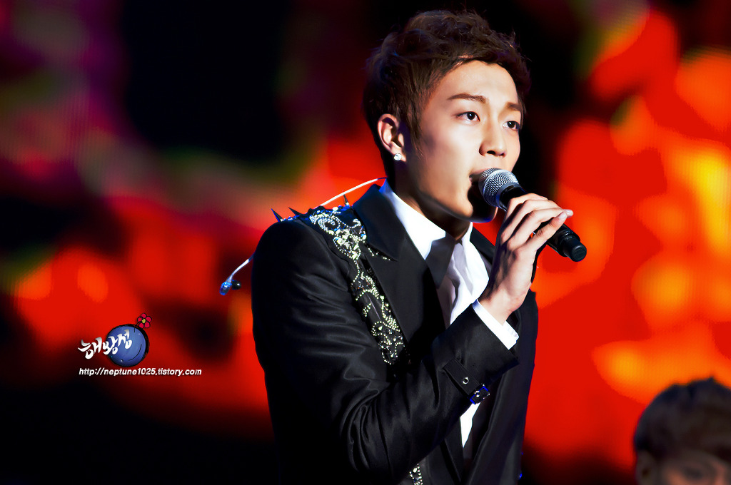 120204 BEAUTIFUL SHOW < 윤두준 >
