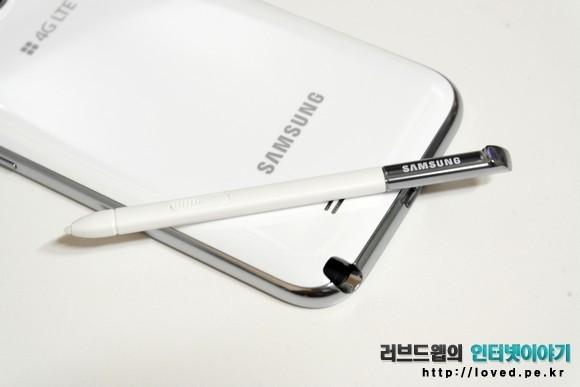 갤럭시노트2 S펜은 기존 갤럭시노트의 S펜과 크기와 형태가 다르다