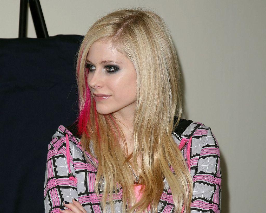 Avril Lavigne, Avril Lavigne image, Avril Lavigne wallpaper, 바탕화면 모음, 에이브릴 라빈, 에이브릴 라빈 (Avril Lavigne), 에이브릴 라빈 고화질 사진, 에이브릴 라빈 바탕화면, 에이브릴 라빈 사진, 에이브릴 라빈 이미지, 에이브릴라빈, 에이브릴라빈 고화질 바탕화면, 에이브릴라빈 고화질사진, 에이브릴라빈 바탕화면, 에이브릴라빈 사진, 연예인,