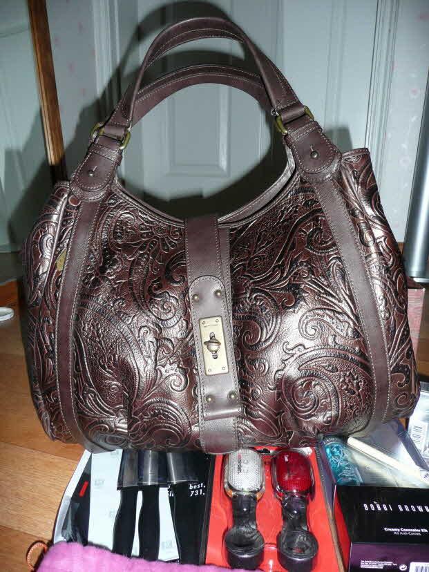 ETRO에서 구입한 아내 가방. 가죽이 참 고급스럽다