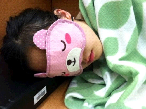 도서관에서 졸렸던 여자, 안대착용