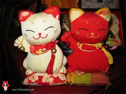 일본 고양이 인형 마네키네코의 뜻이 참 다양하군요~