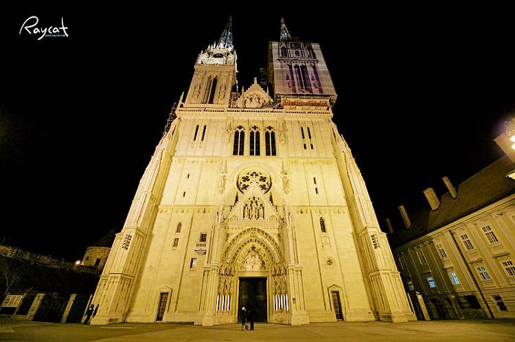 야간에 본 자그레브 대성당