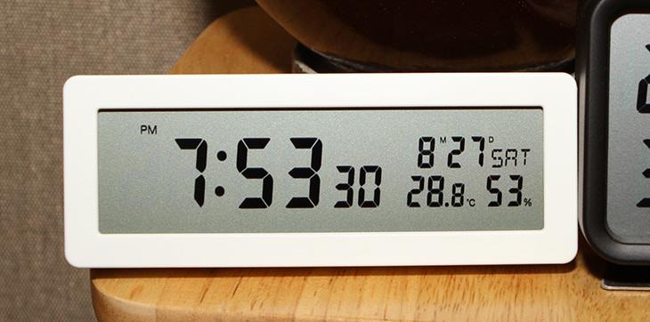 무인양품 ,탁상시계, 깔끔한, 디지털시계 ,구매기,디지털시계겸 온습도계,온습도계,IT,IT 제품리뷰,수원으로 와이프랑 나들이 다녀오면서 샀는데요. 원래 이걸 살려고 했던건 아닌데 샀네요. 무인양품 탁상시계 깔끔한 디지털시계 구매기를 올려봅니다. 나들이 나갈려던 이날도 아침에 일어났는데 시간이 11시30분 이더군요. 일어나자마지 시간이 이렇게 많이 되었나 하고 다시 봤더니 시계가 멈춰 있었습니다. 무인양품 탁상시계를 구매한것도 이렇게 아예 멈춰버리거나 느린 시계를 대체하려고 산건데요.