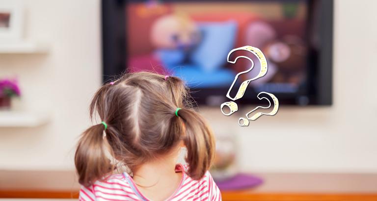tv보는 어린 소녀