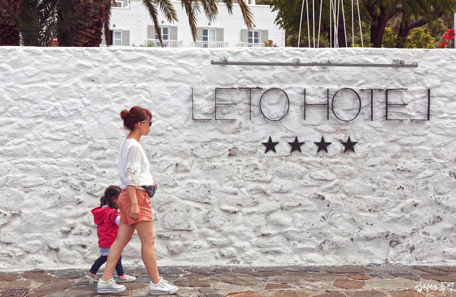 발코니 풍경이 예쁜 그리스 미코노스의 4성급 호텔(Leto Hotel)