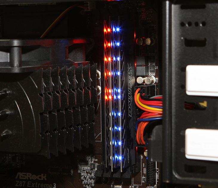 마이크론 Crucial DDR3 8G PC3-12800 CL8 Ballistix 사용기, 마이크론 Crucial DDR3 8G PC3-12800 CL8 Ballistix 후기,후기,램,마이크론,Crucial,DDR3 메모리,IT 제품리뷰,IT,사용기,컴퓨터 메모리,마이크론 Crucial DDR3 8G PC3-12800 CL8 Ballistix 사용 후기를 올려봅니다. 오렌지 블루 색상을 사용 중인데요. 요즘은 컴퓨터 튜닝하기가 참 쉬워졌습니다. 튜닝하면 빼놓을 수 없는것이 화려한 빛 입니다. 이제는 어렵지 않게 튜닝을 할 수 있습니다. 마이크론 Crucial DDR3 8G PC3-12800 CL8 Ballistix 사용만 하면 바로 컴퓨터에 램 부분은 튜닝이 끝이 납니다. 물론 이 메모리는 오버클러킹 전용 메모리는 아닙니다. 그보다는 화려한 튜닝이 가능한 메모리이죠.  저 역시도 오버클러킹을 많이 해왔고 기록에도 도전을 해 왔지만, 결국 사용하는 컴퓨터는 기본클럭으로 사용하고 있긴 한데요. 마이크론 Crucial DDR3 8G PC3-12800 CL8 Ballistix 사용을 해보면서 고클럭의 메모리보다 화려한 메모리에 더 관심이 많이 가더군요. 사실 컴퓨텍스 2014에 가서도 화려한 효과가 적용된 메모리들을 보면서 상당히 많이 관심이 갔었습니다.  과거에는 네온 램프를 이용한 튜닝은 지금은 사용되지 않고 있죠. 전력소모량도 많고 위험하기도 해서입니다. 지금은 LED를 이용해서 튜닝을 하고 너무 튀거나 너무 현란한 튜닝보다는 은은한 튜닝을 더 선호하는 추세 입니다. 전자 LED를 사용한 2톤의 컬러 튜닝램을 수냉셋과 잘 활용하거나 하면 은은하게 멋진 컴퓨터를 만들 수 있을 것 입니다.