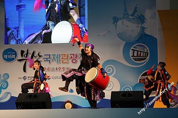 부산국제관광전, 오키나와 전통춤