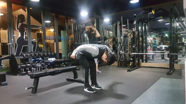 균형잡힌 섹시한 어깨라인 만들기 운동[어깨 후면부 운동]