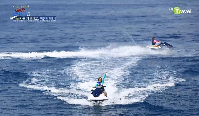 아드리아해에서 제트스키 즐기는 사람들