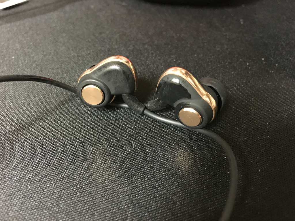 중국의 실수 PL30+ 이어폰