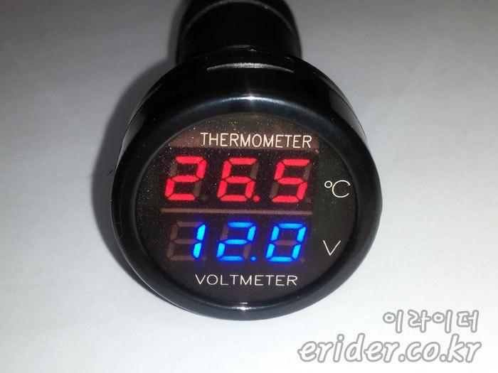겨울철 자동차 배터리가 방전되지 않도록 미리 체크 할 수 있는 전압계를 소개합니다.