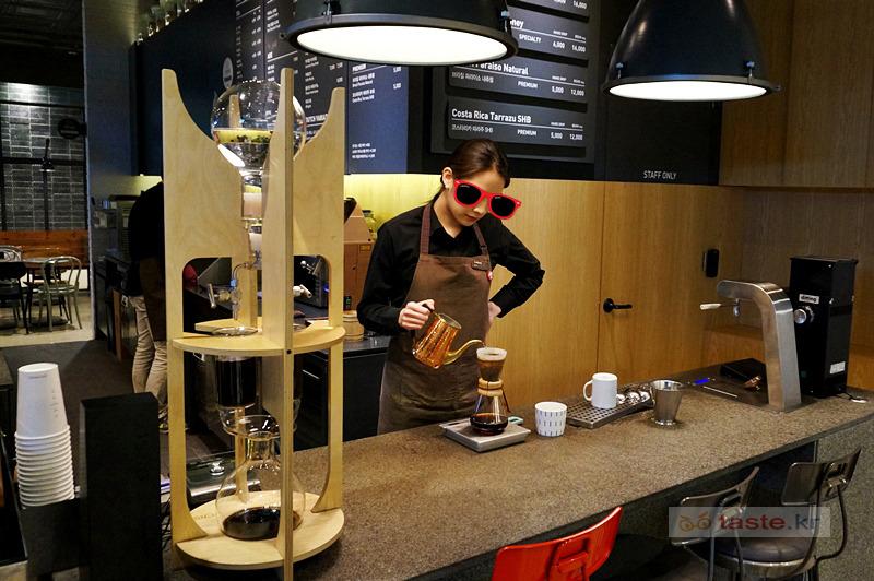 루소랩 청진점에서 온두라스 COE커피 2위 케맥스 핸드드립 커피 추출 구경하기 & 마시기