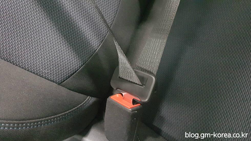 락킹텅(Locking Tongue)이 적용된 올뉴 크루즈 앞좌석 시트벨트