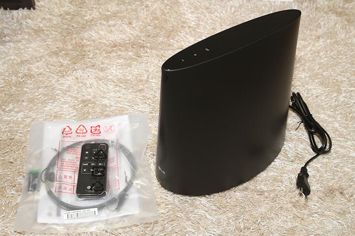 LG TV 우퍼, SWH1 ,밋밋한 ,TV 스피커, 저음, 더하다,IT,IT 제품리뷰,티비 스피커는 얇은 공간에 넣어야해서 약합니다. 근데 기능을 보완이 가능하네요. LG TV 우퍼 SWH1 밋밋한 TV 스피커에 저음을 더할 수 있습니다. 사운드바나 셋탑에 스피커와 우퍼가 합쳐진 그런 모델과는 다르게 이 모델은 순수하게 우퍼만 있습니다. LG TV 우퍼 SWH1는 TV의 사운드는 그대로 듣고 그것에 더하여 저음을 보강해주는 역할을 합니다. TV에서는 듣기 힘든 저음을 듣게해주는 물건이죠.