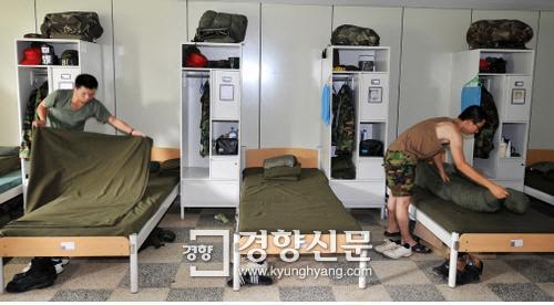 [촌철경제]사병 침대 예산 '10조원 미스터리'