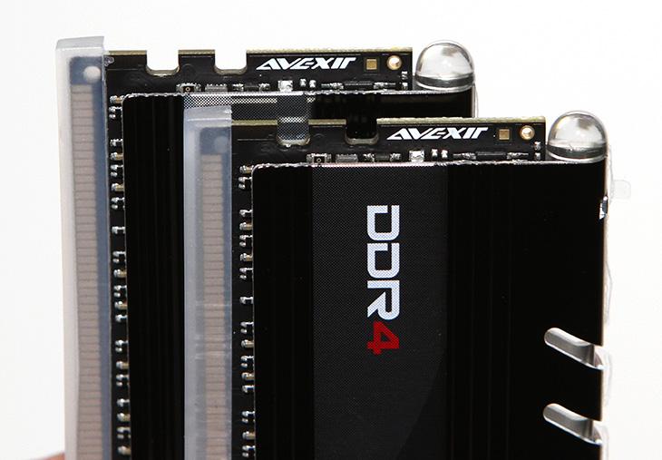 아벡시아 램 ,AVEXIR ,CORE ,레드, 컬러,IT,IT 제품리뷰,컴퓨터의 부품은 아름다워야 합니다. 이번에 소개하는 제품도 그런 제품 즉 튜닝 제품중 하나 입니다. 아벡시아 램 AVEXIR CORE 레드 컬러를 소개할텐데요. 코어 시리즈에는 다양한 컬러의 메모리가 준비되어 있습니다. 레드 컬러의 경우 블랙의 케이스와 상당히 잘 어울립니다. 만약 블랙레드 컬러의 튜닝케이블과 함께 사용하면 더 멋진 효과를 낼 수 있죠. 아벡시아 램 AVEXIR CORE 레드 컬러를 실제로 사용하는 모습을 동영상으로도 찍었으니 살펴보죠.