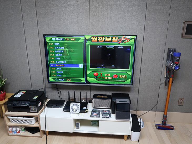 월광보합4S ,오락실 게임, 800가지, 집에서 즐기자, 구매후기,IT,IT 제품리뷰,오락실 게임을 모두 즐길 수 있습니다. 실제로 구매해서 사용해봤는데요. 월광보합4S 오락실 게임 800가지 집에서 즐길 수 있습니다. 게임이 너무 많아서 선택 장애 걸릴 정도네요. 월광보합4S 는 HD급 화질로 게임을 즐길 수 있습니다. TV나 모니터 어디든 연결하면 바로 오락실을 만들 수 있습니다. 어릴 때 해봤던 게임부터 지금 현재 오락실에 있는 게임까지 모두 다 있네요. 지금은 오락실이 근데 사실 많이 없어지긴 했는데요. 어른이나 아이들이나 모두 즐길 수 있는 게임이 많아서 해볼만 합니다.