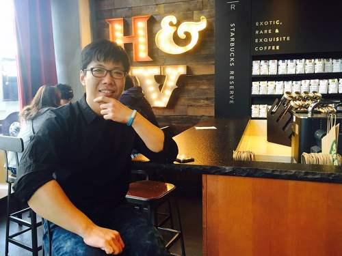 작년 미국 LA 헐리우드 스타벅스에서 커피를 마시면서 한장 찍은 사진