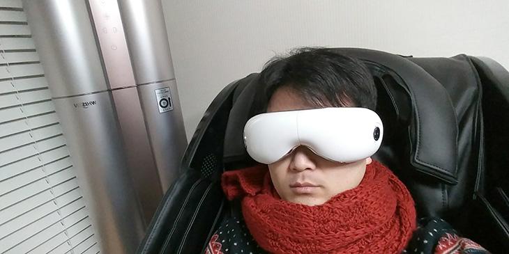 눈마사지기, 눈안마기, 베비즈 BZ-WH01, 안마의자, 환상궁합,IT,IT 제품리뷰,요즘 건강에 관심이 많습니다. 돈 벌어서 건강챙기는데 다들어간다고 하죠. 눈마사지기 눈안마기 베비즈 BZ-WH01 를 안마의자와 사용해봤는데 환상궁합 이네요. 체험존이 꽤 많아서 백화점 등에서 체험해볼 수 있는데요. 눈마사지기 눈안마기 베비즈 BZ-WH01는 처음에 저는 굳이 저런걸 써야 하나 싶었습니다. 그런데 체험존에서 써봤던 기억과 지금 다시 써보니 확실히 눈이 편안해지는 느낌이 드네요. 전신안마기도 처음 써보면 굳이 써야하나 싶은데 써보면 몸이 정말 편하긴 하죠. 이 제품도 그렇습니다.