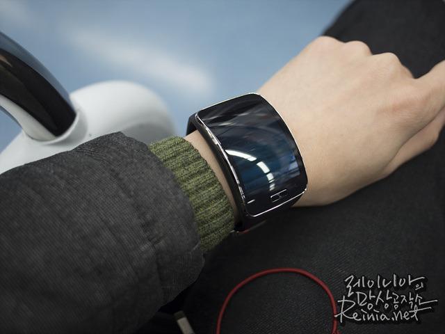 삼성 기어S 착용 사진