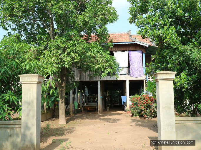 캄보디아 현지 가옥