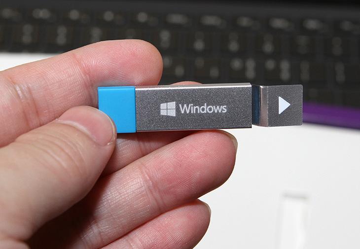 윈도우10 Pro 구매, 후기 ,구성품, 살펴보기,windows 10,windows 10 home,windows 10 pro,프로,프로버전,에디션,윈도우10,윈도우 10,IT,IT 제품리뷰,컴퓨터를 조립 하고 난 뒤 꼭 준비해야하는 것이 운영체제 이죠. 운영체제를 구매를 해서 설치해봤습니다. 윈도우10 Pro 구매 후기 및 구성품 살펴보기를 할 것인데요. 가장 최신 운영체제 중 상위 에디션 입니다. 기존 윈8 이하에서는 에디션이 여러 종류가 있었는데요. 이제는 통합이 되어서 넌프로와 프로 두가지 버전이 있습니다. 일반 사용자들이 사용하기에는 넌프로도 충분합니다. 네트워크 관련 기능들을 활용해보고 싶다면 프로버전도 좋습니다. 마지막 운영체제라고도 불리는 윈도우10 Pro 구매 후 설치 했을 때 어떤 장점이 있는지도 간단히 알아보도록 하겠습니다.