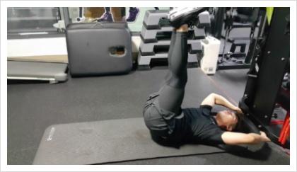 몸의 중심 코어운동-레그 레이즈 (Leg raise)