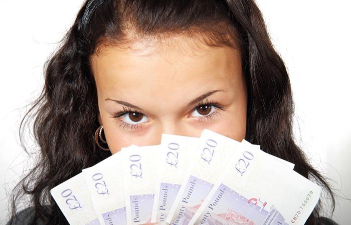 사진: 국민행복기금의 문제점은 소멸시효완성채권이 된 채무자의 정보가 금융권과 대부업체에 흘러들어서 다시 빚독촉을 받게 된다는 것이다. [채권소멸시효란? : 그 문제점들]