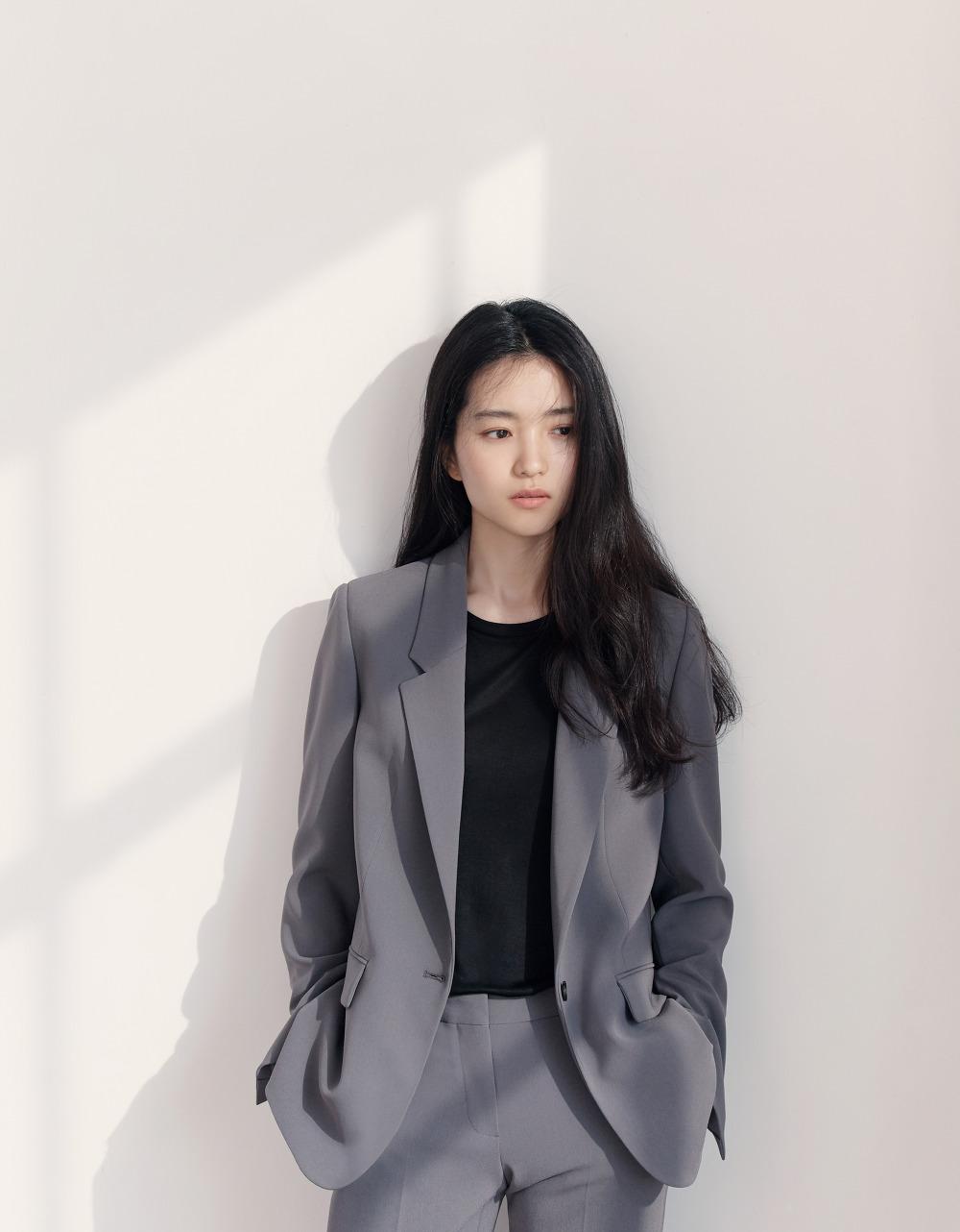프론트로우-2018-SS-김태리_Slim Straight Trousers