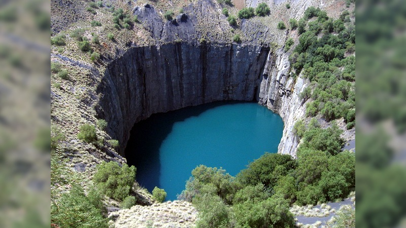 사진: 인위적인 싱크홀로 유명한 남아프리카공화국의 킴벌리빅홀.