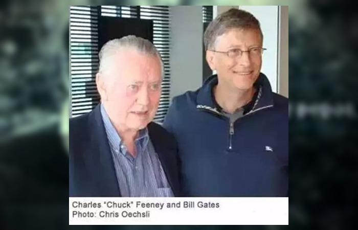 사진: 빌 게이츠와 척 피니가 함께 찍은 사진. 이들은 노블레스 오블리주의 기부문화에서 모범적인 삶을 살아 온 것으로 인정 받고 있다. [억만장자 척 피니 기부왕]