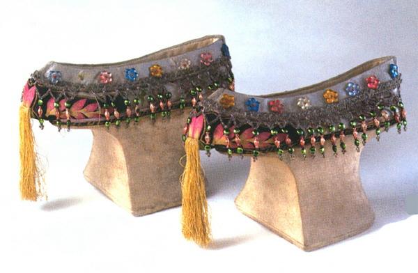 화분혜(花盆鞋) Horse Hoof Shoes