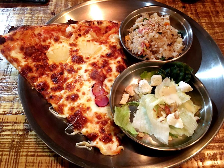 하와이안 피자 / 리코타 샐러드 / 베이컨 볶음밥
